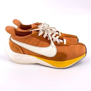 NIKE MOON RACER QS MONARCH SAIL AMARILLO Sneakers